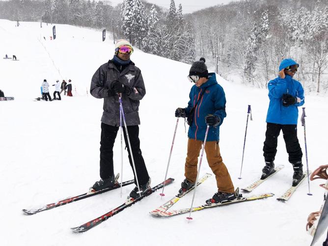 菅野主任のスキーレッスン。